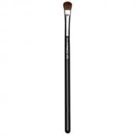 M.A.C. - 213 Fluff Brush