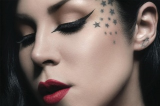 Find out more about Kat Von D with Loja Glamourosa!