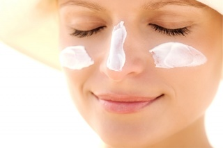 Prevent wrinkles with a good sunscreen!